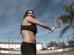 Свою партнершу по теннису глубоко в вагину
