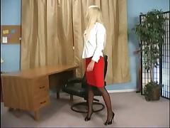V ofise femdom i fejssitting