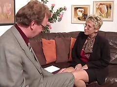Starushka sderzhivaet obewanie v sekse