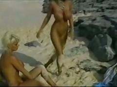 Нашел девушек на пляже
