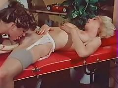 Vintazhnoe video s lesbijskim massazhem