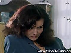 Ital'janskaja temnovolosaja zhena daet v popu