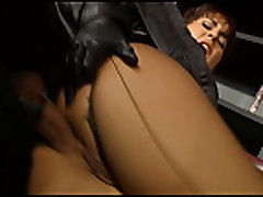 Sil'vija Lankom (Silvia Lancome) trahaetsja v kolgotkah