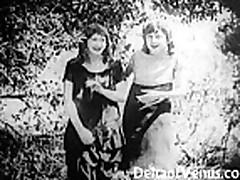 Odin iz pervyh pornofil'mov, 1915 god -  Dve devushki v doroge